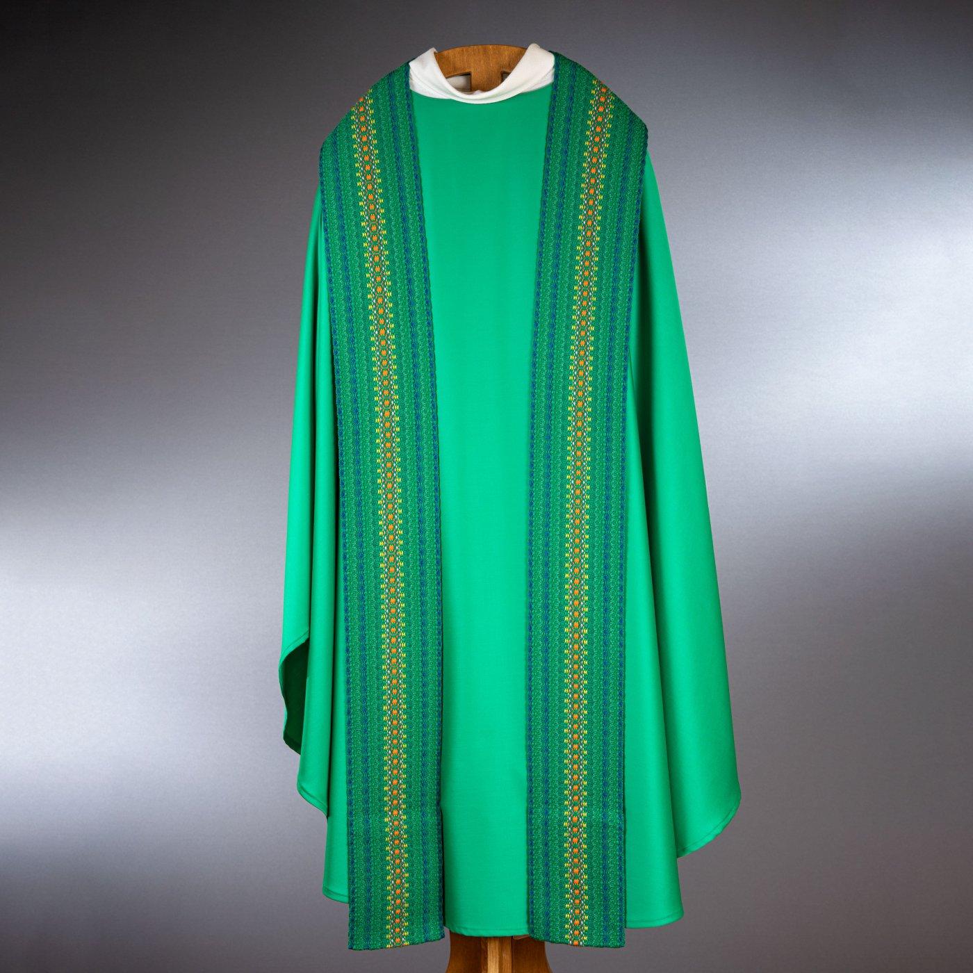 Chasuble verte avec étole à décor vertical