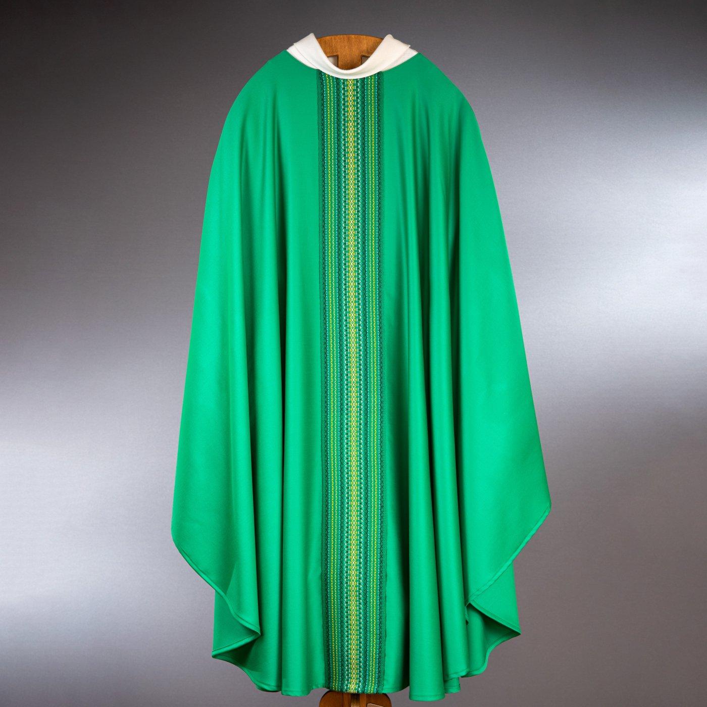 Chasuble avec galon verte