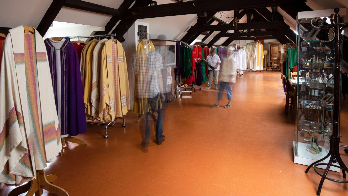 Salle d'exposition vêtements liturgiques